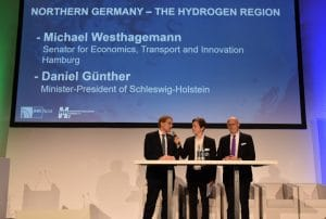 Günther (l.) and Westhagemann during the H2 Symposium in Hamburg